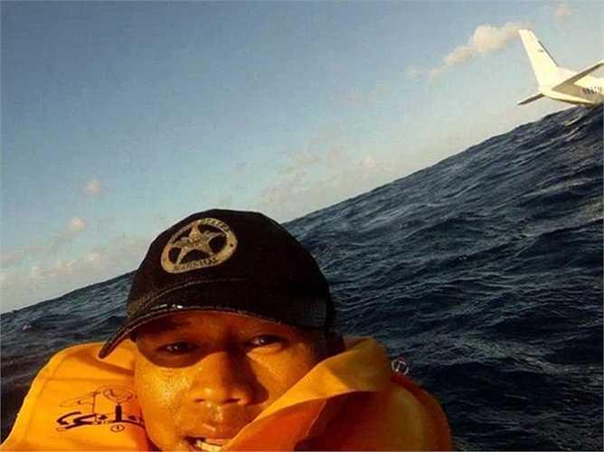 Ferdinand Puentes chụp lại khoảnh khắc sống sót của bản thân mình sau khi gặp tai nạn máy bay