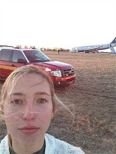 Hannah Udren cùng với hơn 150 hành khách khác đã may mắn sống sót khi chiếc máy bay chở họ gặp phải sự cố với lốp và không thể cất cánh