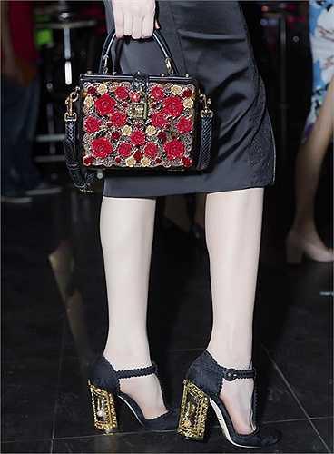 'Nữ hoàng nội y' kết hợp các món đồ hiệu đắt tiền để thể hiện sự sành điệu và tình yêu thời trang.