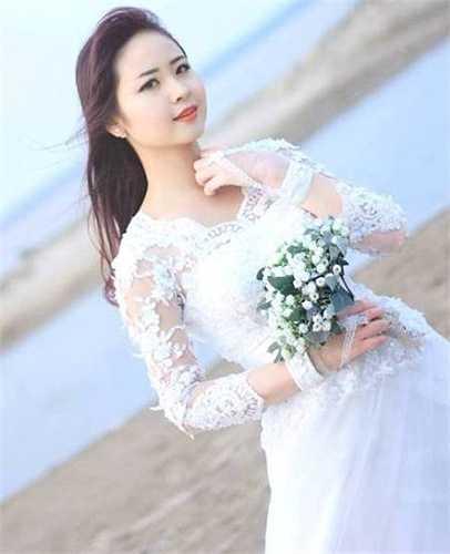 Những thí sinh thể hiện sự vẻ đẹp trong trẻo, thánh thiện của cô gái đang độ tuổi xuân thì.