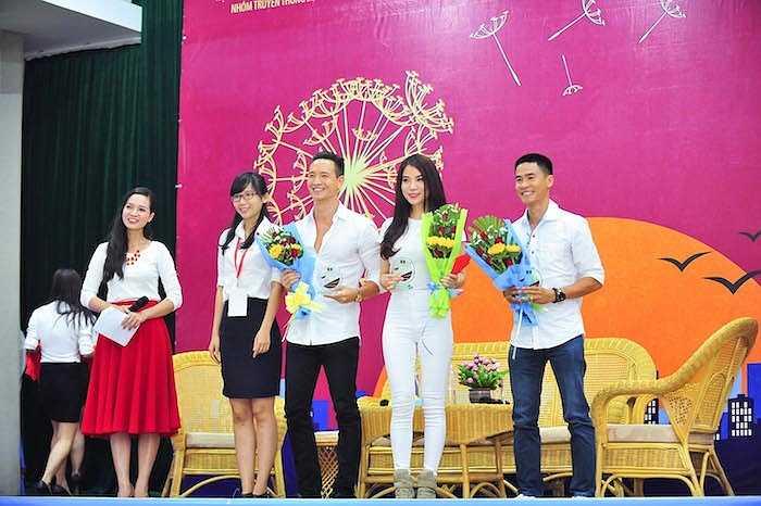 Trương Ngọc Ánh và Kim Lý đang tất bật cho dự án phim hành động mới của mình. Vào ngày 1/4, cặp đôi sẽ bay qua Singapore để dự buổi ra mắt một sản phẩm điện thoại thông minh với vai trò là hai đại sứ mới.