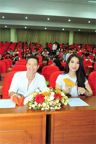 Có khoảng hơn 1000 sinh viên các trường đại học tại TP.HCM đã tới tham dự buổi giao lưu.