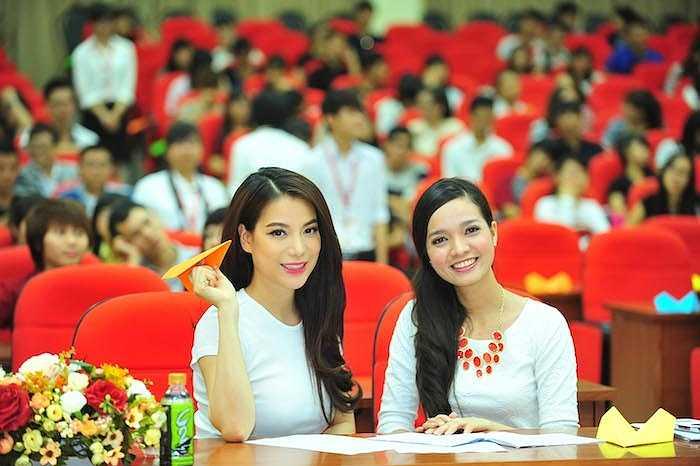 Rất nhiều sinh viên đã đặt ra những câu hỏi liên quan đến hành trình đi tới thành công, những kỹ năng sống và cả con đường lập nghiệp của Trương Ngọc Ánh và Kim Lý.