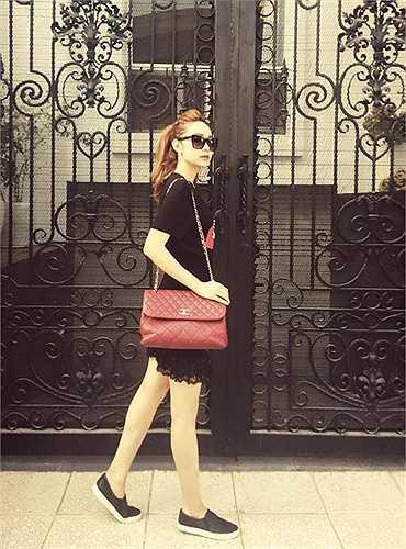 Chanel 2.55 cũng là món đồ 'ruột' của nhiều mỹ nhân. Nó được bán ở mức khoảng 100 triệu đồng. (Nguồn: Ngôi sao)