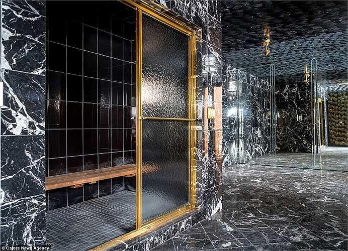 Mike Tyson lát đá khắp các căn phòng, tạo nên hình ảnh tráng lệ về một trong những căn biệt thự đình đám nhất nước Mỹ