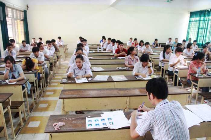 Thí sinh dự thi tại ĐH Bách Khoa Hà Nội sáng 4/7/2014 (Ảnh: Phạm Thịnh)
