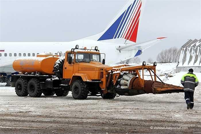 Chúng được hoán cải để lắp vào đầu một chiếc xe bồn chở xăng của GAZ