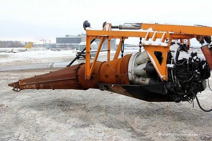 Tuy nhiên, dùng động cơ phản lực để quét tuyết là rất tốn kém.