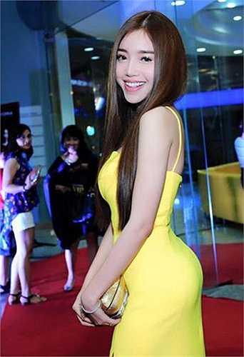 Elly Trần nóng bỏng khi xuất hiện tại sự kiện.