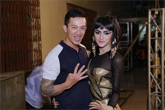 'Tôi sẽ luôn cố gắng để sau chương trình mọi người sẽ thấy Hương Giang sử dụng Dancesport ngay cả khi đi diễn.'