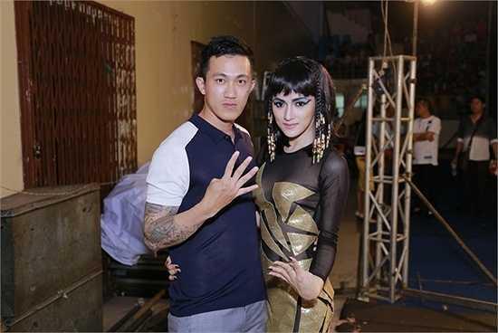 Sau khi chia tay, Hương Giang cùng bạn trai về nhà riêng và chuẩn bị cho show diễn tại Hà Nội.