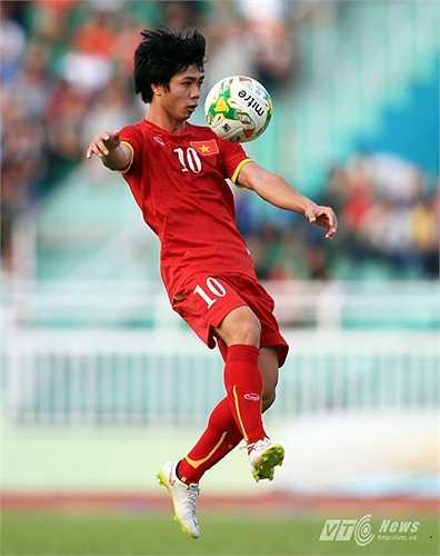 9. Tiền vệ công Nguyễn Công Phượng. Cầu thủ của HAGL sẽ trở lại vị trí sở trường là đá hộ công sau khi được bố trí đá tiền đạo cắm ở trận gặp U23 Nhật Bản.