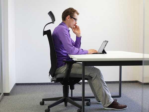 Tính chất công việc đòi hỏi dân công sở phải ngồi một chỗ trong thời gian dài, đôi khi, thậm chí là cả một ngày. Đa phần họ đều không nhận ra một điều tưởng như vô thưởng vô phạt là ngồi lại có thể gây tổn hại cho sức khỏe nghiêm trọng đến vậy.