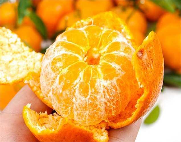 Cam: giàu vitamin C, pectin và kali ngăn ngừa và chữa trị bệnh tim. Pectin giúp giảm mức cholesterol, Kali làm giảm huyết áp cao và ngăn chặn tổn thương tim. Cam là thực phẩm rất tốt cho tim. Nguyễn Hạt (theo Boldsky)