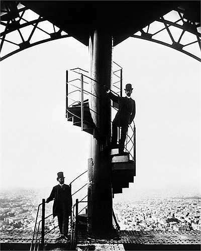 Tháp Eiffel hoàn thành vào ngày 31/3/1889