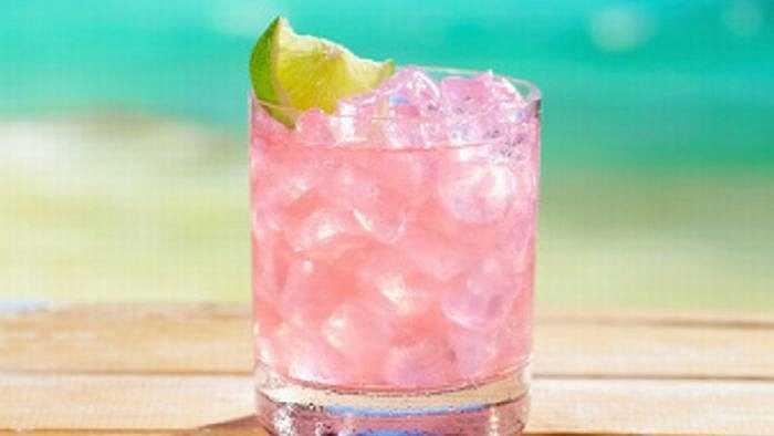 Sea Breeze (Gió biển): Có thể đây là loại nước bạn đã uống thời trung học. Nó kiểu như nước uống hoa quả pha chút vodka và loại này cũng chỉ dành cho nữ.