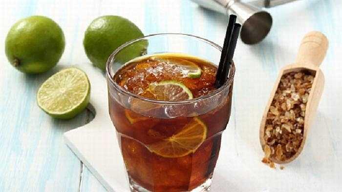 Cuba Libre (Tự do Cuba): là lại đồ uống được pha chế từ rượu Rum có nguồn gốc từ đất nước Cuba và Coca-cola.