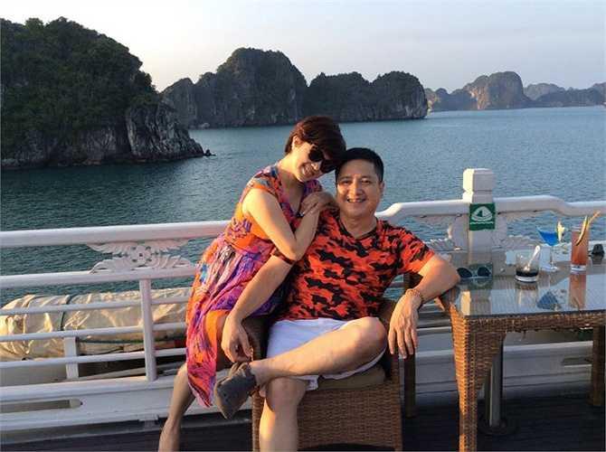 Dù đã ở bên nhau ba thập kỷ, nhưng Chí Trung và Ngọc Huyền luôn tình tứ như thuở mới yêu.