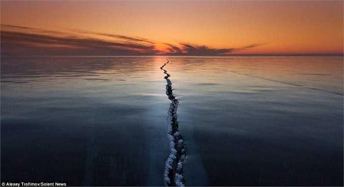 Hồ Baikal là hồ nước ngọt rộng hơn 31.000 km2, nằm ở phía Đông Siberi của Nga và nằm trong hàng sâu nhất thế giới