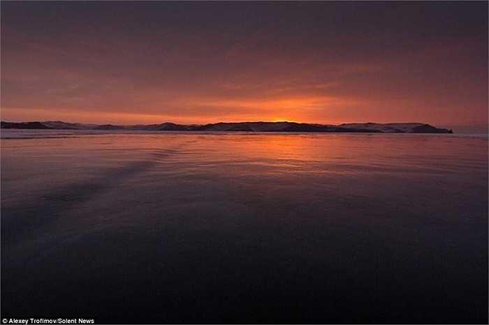 Hồ Baikal là hồ nước ngọt lâu đời nhất thế giới, được cho là hình thành cách đây 3-5 triệu năm