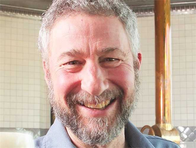 19. Ken Grossman (tài sản: 1 tỷ USD) là người sáng lập của hãng bia Sierra Nevada, nổi tiếng với nhãn hiệu bia Pale Ale. Năm 2010, công ty của ông đạt danh hiệu 'Nhà kinh doanh Xanh của năm' với 99,8% chất thải từ nhà máy được tái chế.