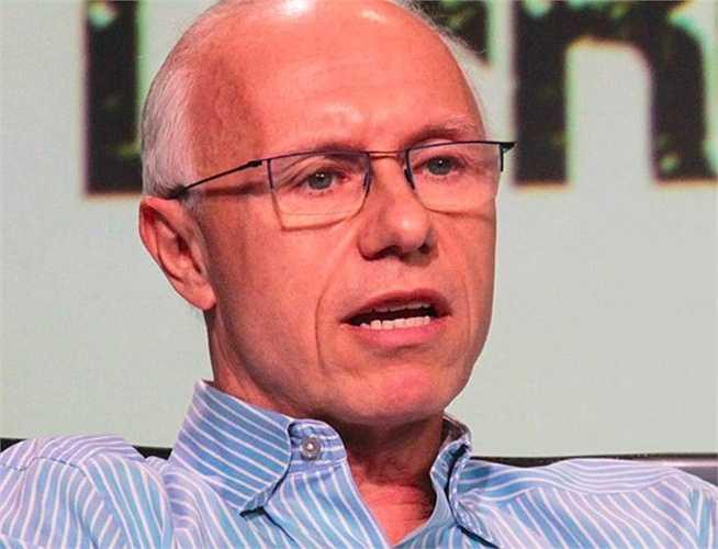 7. Douglas Leone (tài sản: 2,2 tỷ USD), tỷ phú 57 tuổi này là CEO của công ty đầu tư mạo hiểm Mỹ Sequoia Capital, được hưởng những lợi ích của việc đầu tư vào Google, YouTube và LinkedIn ở giai đoạn đầu của những công ty công nghệ nói trên.