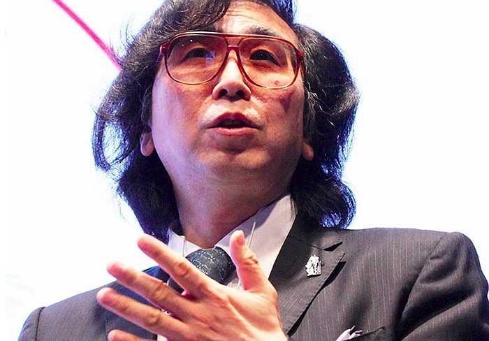 17. Yoshiyuki Sankai (tài sản: 1,05 tỷ USD) là người sáng lập công ty robot y tế Cyberdyne, giá cổ phiếu của công ty đã tăng đáng kể từ tháng 3/2014 giúp ông lần đầu tiên góp mặt vào danh sách tỷ phú của Forbes 2015.
