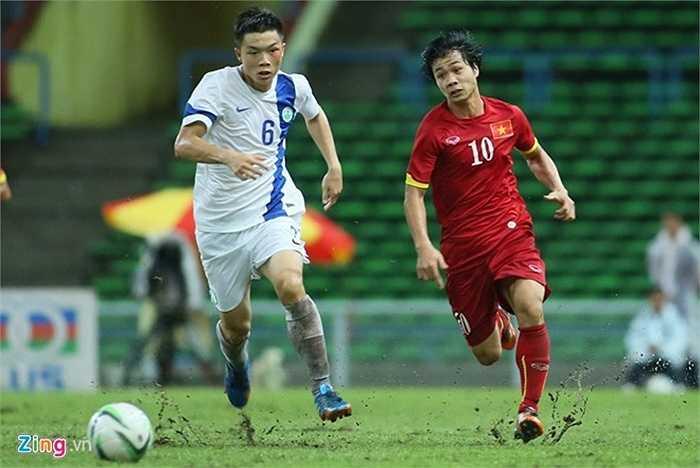 Bất chấp điều kiện thi đấu không thuận lợi, cựu thủ quân U19 Việt Nam vẫn tả xung hữu đột trước hàng thủ U23 Macau