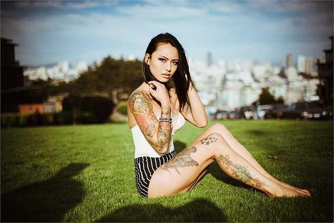 Levy Trần là một fan của loạt phim truyền hình 'Game of Thrones'. Còn thói quen tệ của cô là nghiện cafe.