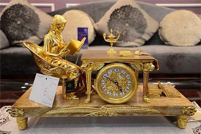 Đồng hồ gần 200 triệu đồng mạ vàng 24k.