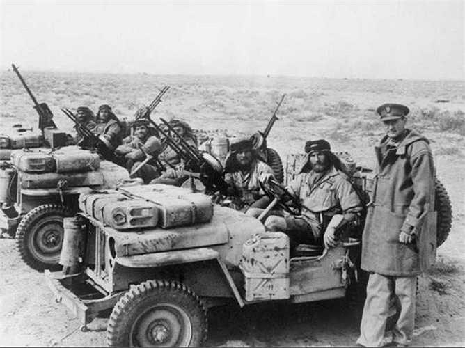 Chiếc Jeeps nguyên bản đầu tiên được sản xuất vào năm 1941, đặc chủng dành cho quân đội. Xe Willys MB Jeeps trở thành phương tiện bốn bánh phổ biến nhất của quân đội Mỹ trong Thế chiến II.
