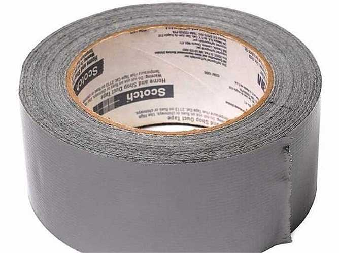 Ban đầu băng dính Duct Tape được Johnson & Johnson sáng chế trong Thế chiến II, khi các binh sĩ cần một loại băng khỏe, dàn hồi, không thấm nước để sửa máy móc, thiết bị, súng ống. Khi đó các binh sĩ gọi đùa loại băng dính là là Duck Tape (Băng Vịt) vì nó chống thấm nước như lông vịt.