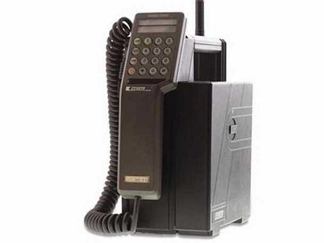 Vodafone tiền thân là một chi nhánh của Racal Electronics vào thập niên 80, khi đó Racal Electronics là nhà sản xuất công nghệ radio cho quân đội lớn nhất Anh Quốc. Racal cũng là công ty sản xuất đồ điện tử lớn thứ ba Xứ sở sương mù.