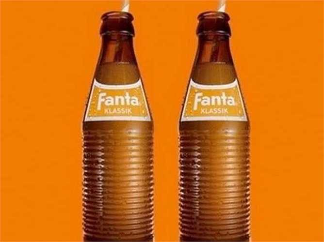 Fanta được sáng chế vì siro sản xuất Coca-Cola bị cấm nhập khẩu vào Đức Quốc Xã trong Thế chiến II. Giám đốc Coca-Cola Đức hồi đó quyết định phát triển một loại độ uống mới từ các nguyên liệu có sẵn trong nước, như váng sữa và bã táo, kết quả cho ra Fanta.