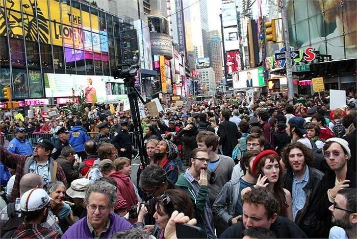 Số lượng người dân sống trong các thành phố. Năm 1950, các đô thị trên thế giới chỉ sở hữu khoảng 750 triệu dân số. Hiện nay, con số này 4 tỷ và 50 năm nữa, số lượng người thành thị có thể lên tới 6,4 tỷ. Tốc độ đô thị hóa quá nhanh chưa bao giờ là điều các nhà lãnh đạo mong muốn