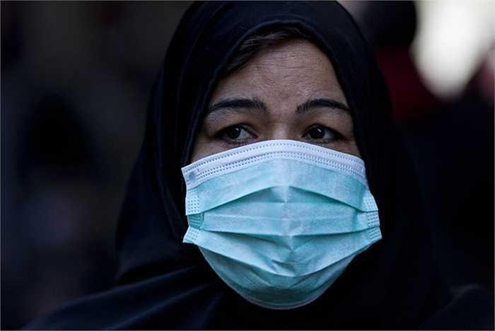 Ô nhiễm môi trường. Gần như là một hệ quá của sự đô thị hóa quá nhanh cùng với việc bùng nổ dân số, lượng khí thải sẽ tăng lên đáng kể, cùng với đó là nguy cơ lớn về các căn bệnh đường hô hấp, viêm phổi. Theo thống kê, mỗi năm có khoảng 6 triệu người phải tạm biệt cuộc đời vì những căn bệnh này