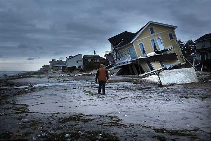 Thảm họa thiên nhiên. Tất nhiên, không bao giờ con người có thể dự báo được hoàn toàn chính xác độ nghiêm trọng của những thảm họa thiên nhiên như động đất, sóng thần, bão tố... Và mỗi lần chúng ghé thăm chúng ta, sinh mạng của hàng triệu người sẽ bị cướp đi