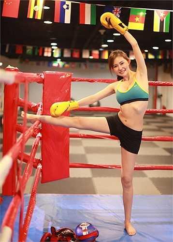 Cô gái xinh xắn đã kiên trì tập gym suốt 4 năm và luôn cố gắng đi tập 4-5 lần/tuần khi công việc không quá bận rộn.