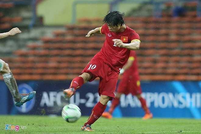 Điều đó buộc U23 Việt Nam phải sử dụng bài lật cánh đánh đầu, nhồi bóng vào vòng 16m50 để gây sức ép
