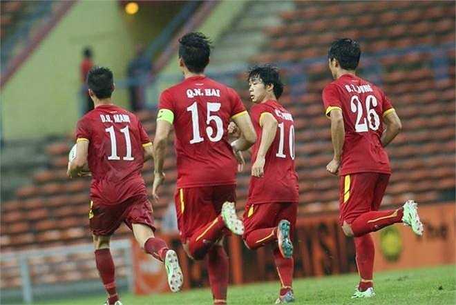 Cứ sau một bàn thắng, cả đội lại ôm bóng chạy lên để bắt đầu một cuộc tấn công mới