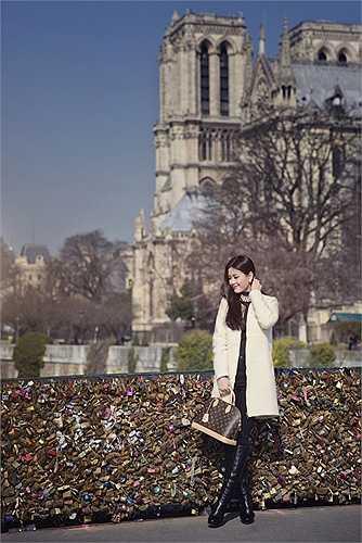 Từ sau Tết Nguyên đán, Diễm Trang bỗng nhiên 'mất tích' bí ẩn trên các phương tiện truyền thông. Á hậu cho biết, cô dành hơn 3 tuần để du lịch châu Âu sau thời gian dài làm việc căng thẳng.