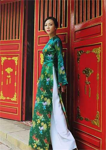Á hậu Trà Giang sẽ có chuyến lưu diễn các nước  Châu Âu phục vụ kiều bào Đức, Bỉ, Pháp trong chương trình dạ tiệc thời trang đại nhạc hội 'Tình yêu và Ký ức'.
