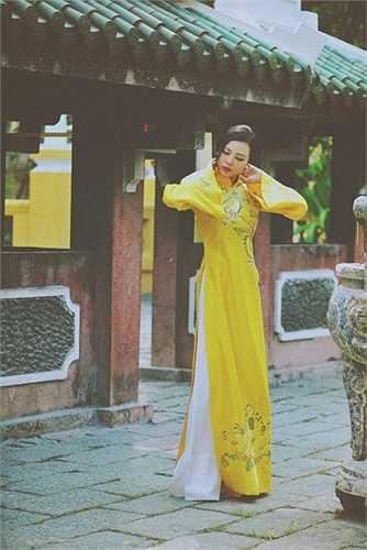 Trong chương trình này Á hậu Trà Giang sẽ biểu diễn thời trang áo dài của nhà thiết kế Đức Hùng cùng dàn người mẫu của cộng đồng kiều bào.