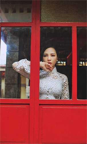 Để chăm chút cho kế hoạch phát triển trong tương lại trên con đường thiết kế, ngay sau chuyến lưu diễn Châu Âu, tháng 5 Trà Giang sẽ lên đường sang Mỹ du học về thiết kế thời trang.