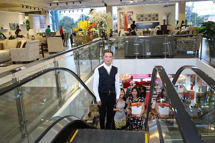 Xuất hiện tại sự kiện, Mr Đàm được sự quan tâm của đông đảo quan khách và một số fan trung thành của anh ở Đà Nẵng