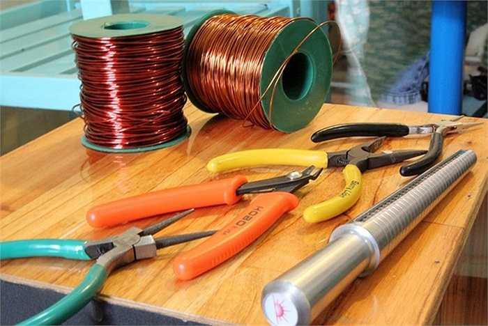 Dụng cụ và nguyên liệu để làm ra các loại trang sức này.