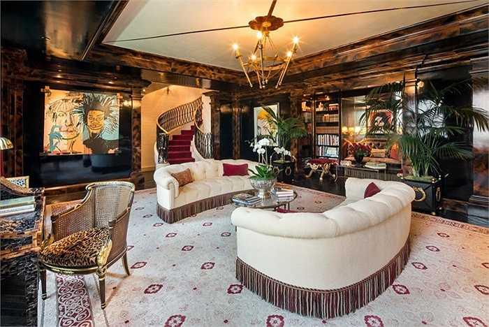 Căn hộ của nhà thiết kế thời trang Tommy Hilfiger nằm trên Khách sạn New York Plaza và hiện nay đang được rao bán với giá 75 triệu USD.