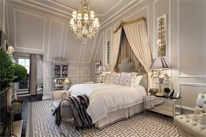 Phòng ngủ chính có màu sắc trung tính và nhã nhặn hơn cùng với nội thất xa hoa, sang trọng.