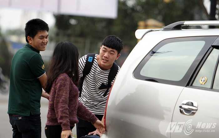 U23 Việt Nam hội quân ngày 24/2 (mùng 6 Tết). Trong số các tuyển thủ, Xuân Trường là người đến sớm nhất bất chấp vết đau chưa lành (Ảnh: Quang Minh)