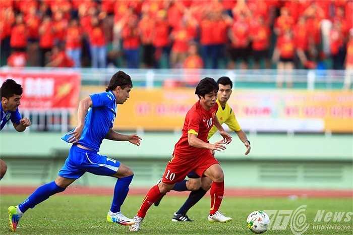 Trận đấu đầu tiên Công Phượng đá chính là khi gặp U23 Uzbekistan (Ảnh: Quang Minh)